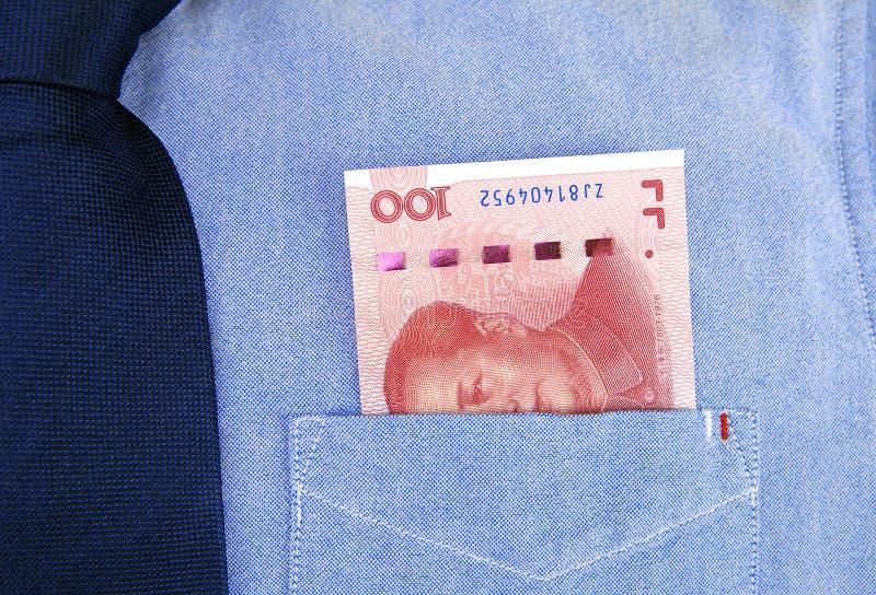 RMB-bankbiljetten in overhemdszak royalty-vrije stock fotografie