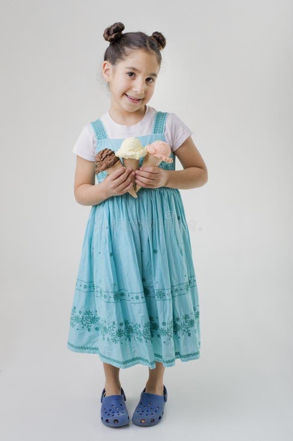 rożków kremowy dziewczyny mienia lód trochę trzy obraz stock