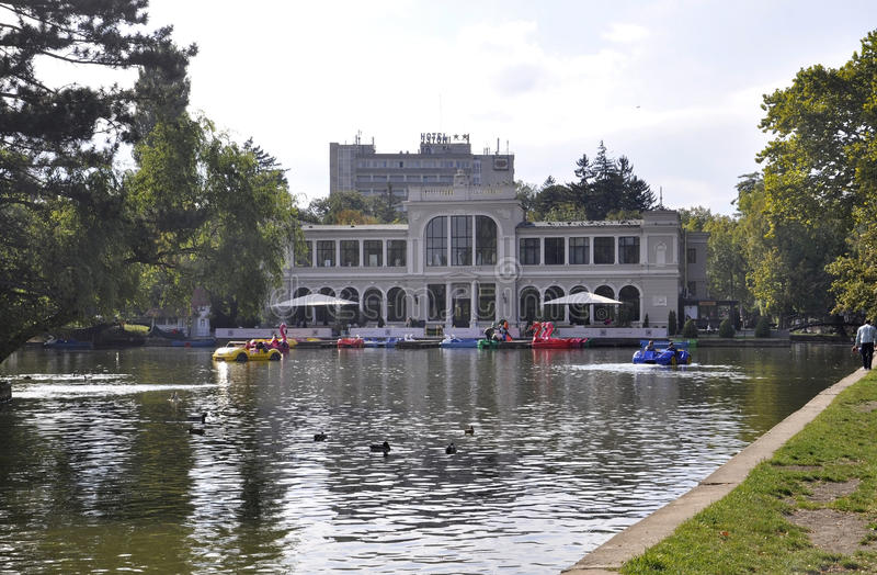 RO cluj-Napoca, 24-ое сентября: Здание Central Park историческое в cluj-Napoca от области Трансильвании в Румынии стоковые фотографии rf
