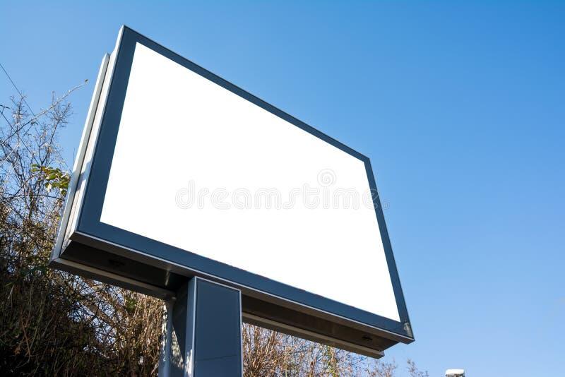 Ro público aberto da estrada da rua do quadro de avisos feito sob encomenda branco vazio vazio fotos de stock royalty free