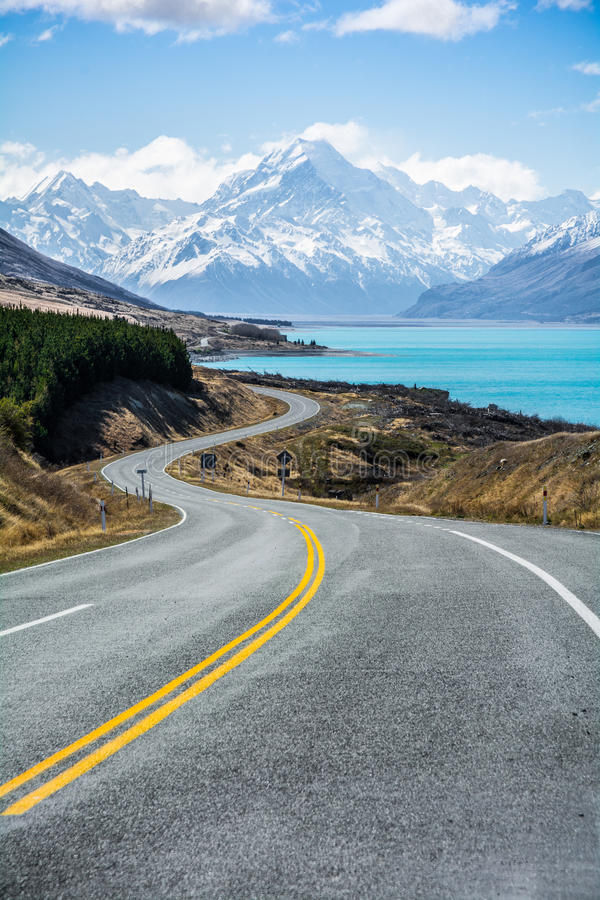 The road along Lake Pukaki to Mount Cook National Park, New Zealand royalty free stock photos