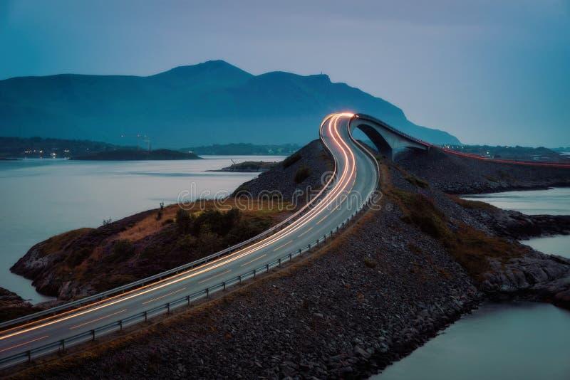 Road Noorwegen van de Atlantische Oceaan stock afbeeldingen