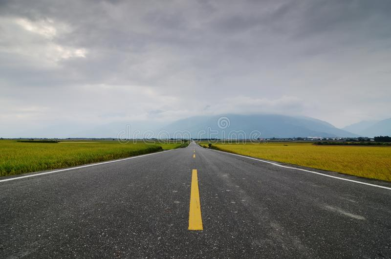 A straight road leading into the distance. royalty free stock photography