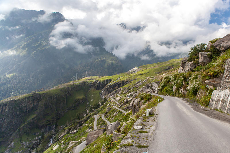 Road to Rohtang pass. royalty free stock photos