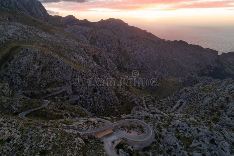 Road van Sacalobra bij schemer, het eiland van Mallorca, Spanje stock foto's