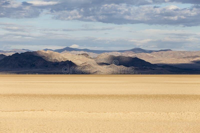 Road van Zzyzx van het Mojave Nationaal Domein Droog meer royalty-vrije stock foto