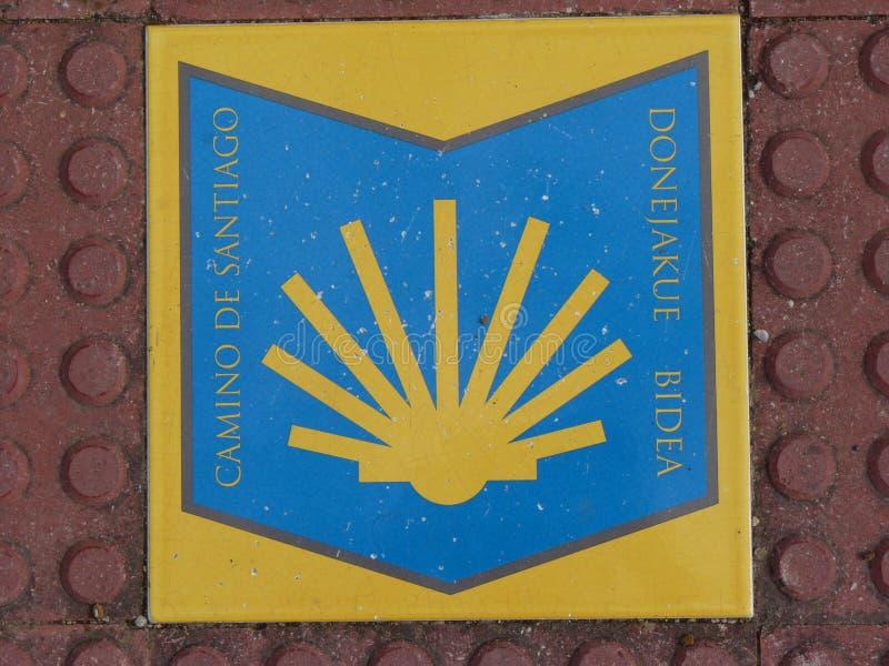 Roadsign στον τρόπο του ST James ` Jakobsweg ` ή ` Camino Σαντιάγο ` στο Σαντιάγο de Compostela στοκ φωτογραφία με δικαίωμα ελεύθερης χρήσης