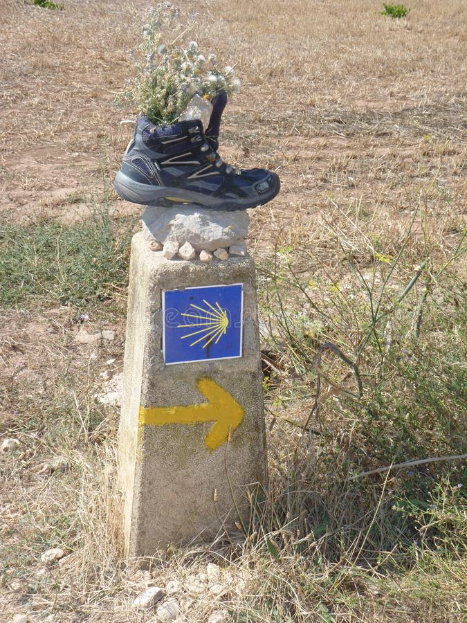 Roadsign στον τρόπο του ST James ` Jakobsweg ` ή ` Camino Σαντιάγο ` στο Σαντιάγο de Compostela στοκ εικόνες