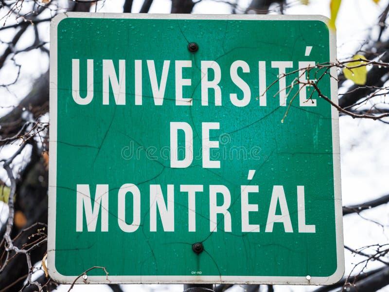 Roadsign que indica la presencia cercana de la universidad de Montreal Universite de Montreal, una de universidades principales d foto de archivo