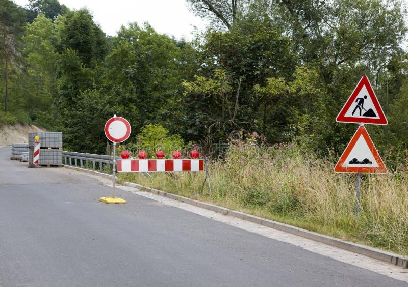 Roadsigns dos Roadworks fotos de stock