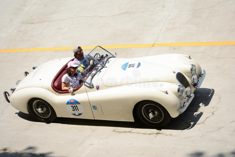 Download Roadster 1954 De Jaguar XK 120 OTS Chez Mille Miglia Image éditorial - Image du jaguar, freins: 76085480
