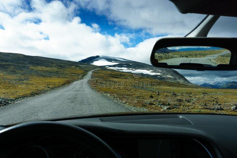 Roadtrip через ландшафт Скандинавии норвежский стоковая фотография rf