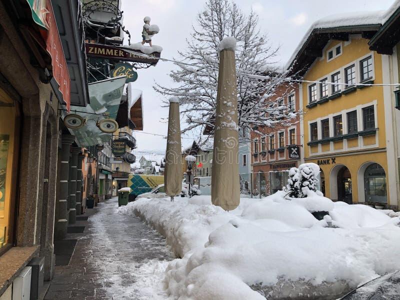 RoadWinter do inverno em Áustria, queda de neve 2019 em Golling imagens de stock