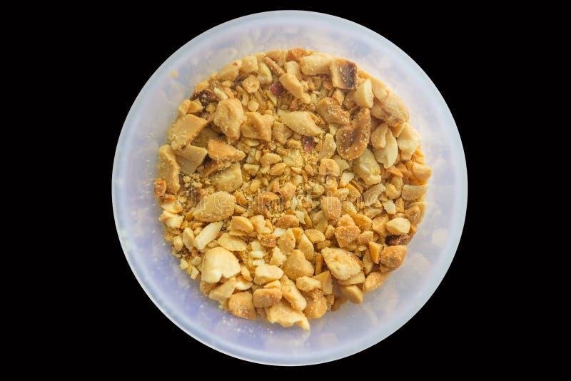 Roasted задавило арахисы в пластичной чашке стоковые фотографии rf
