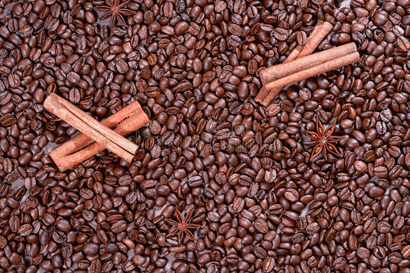 roasted coffee beans with cinnamon sticks royalty free stock photos
