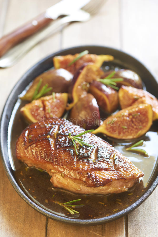 Free Roasted Duck Breast With Figs And Rosemary Royalty Free Stock Images - 44675599