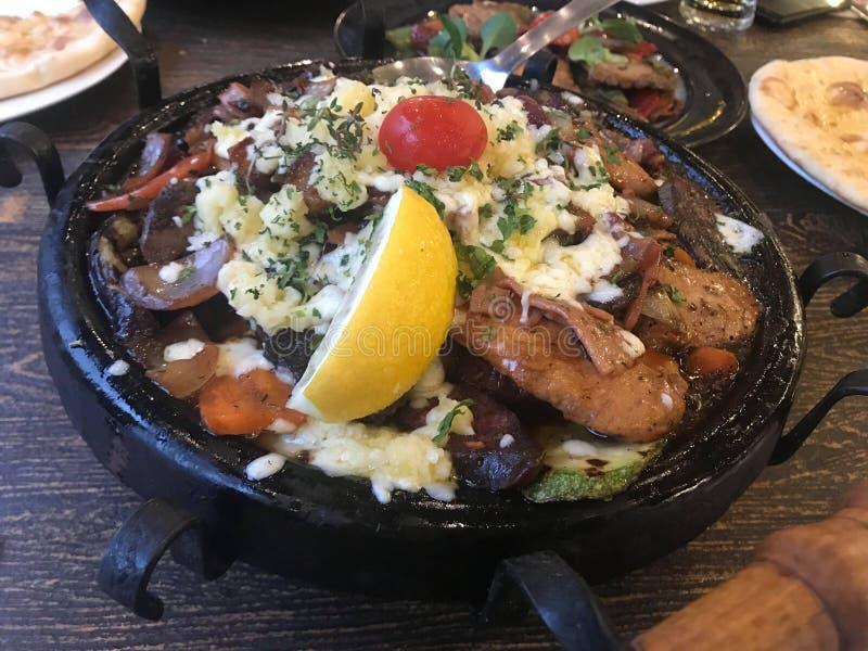 Roasted a grillé des légumes avec le pesto photo stock