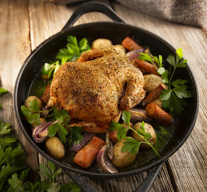 Free Roasted Whole Chicken With Vegetables In A Cast Iron Pan Royalty Free Stock Images - 164012309