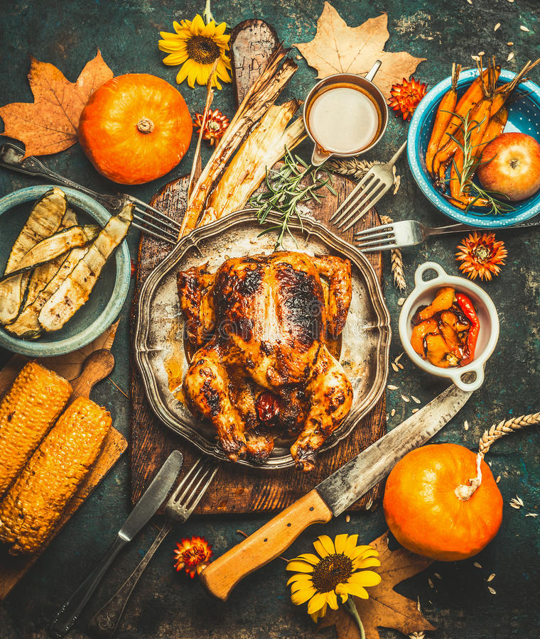 Free Roasted Whole Stuffed Chicken Or Turkey For Thanksgiving Day , Served With Sauce, Pumpkins, Corn And Autumn Harvest Vegetables, Ki Royalty Free Stock Photos - 74127698