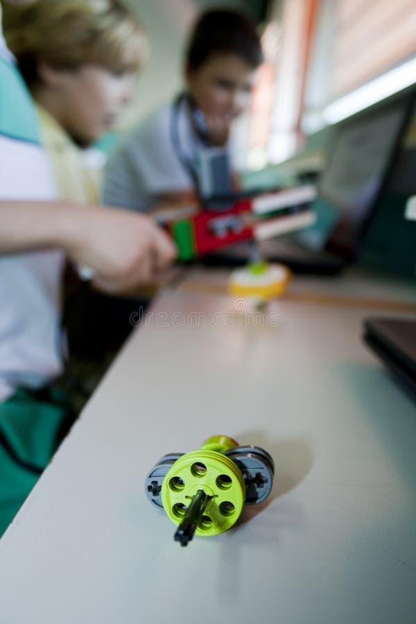 Robô Lego WeDo no fundo borrado foto de stock