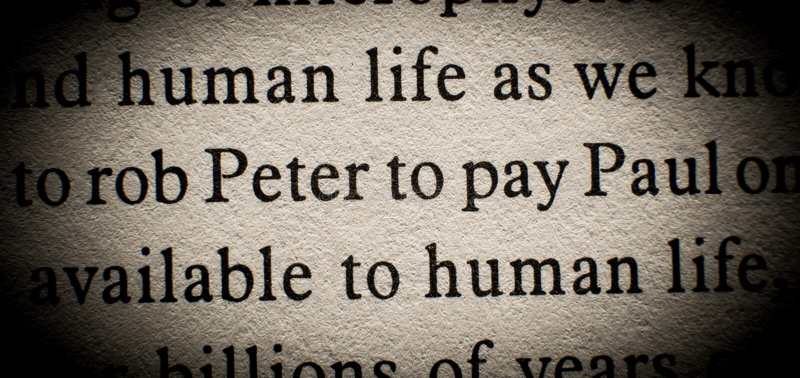 Rob Peter om Paul te betalen stock afbeeldingen