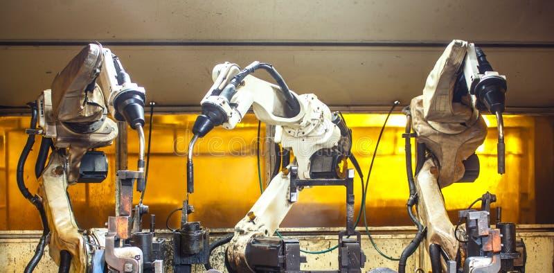 Robôs de soldadura imagem de stock royalty free