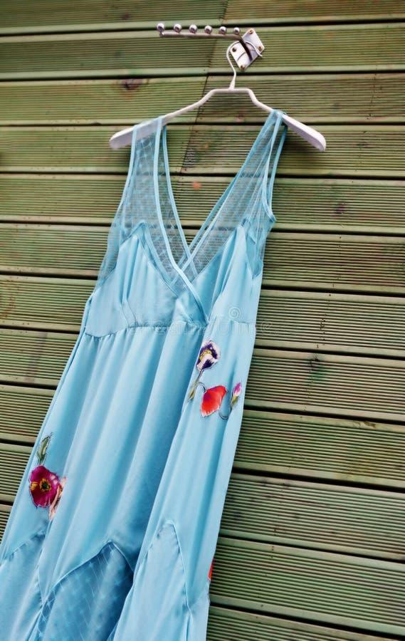 Robe bleue de satin photos libres de droits
