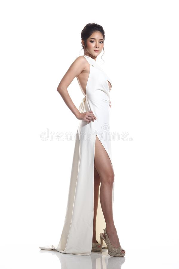 Robe de boule de robe de soirée dans la belle femme asiatique avec la mode mA images stock