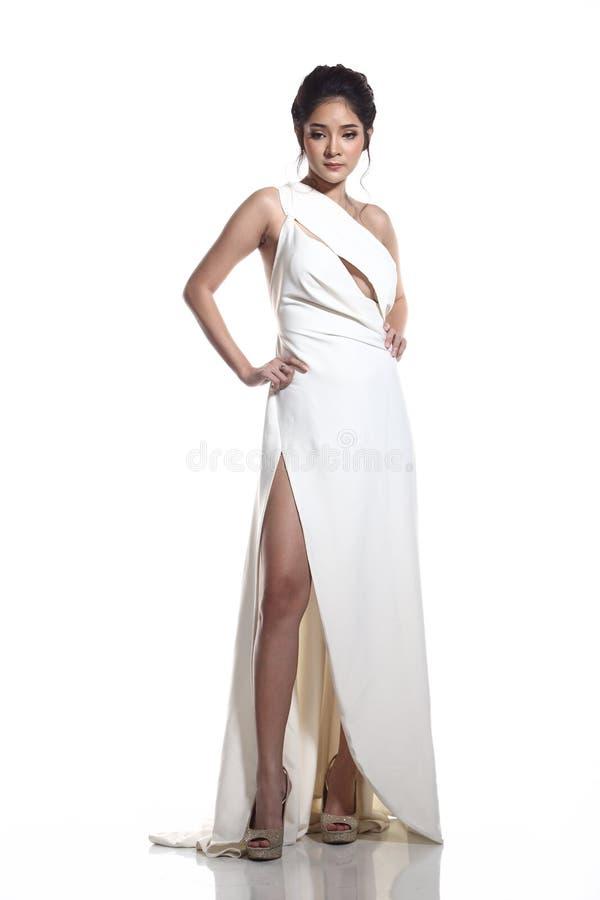 Robe de boule de robe de soirée dans la belle femme asiatique avec la mode mA photos stock