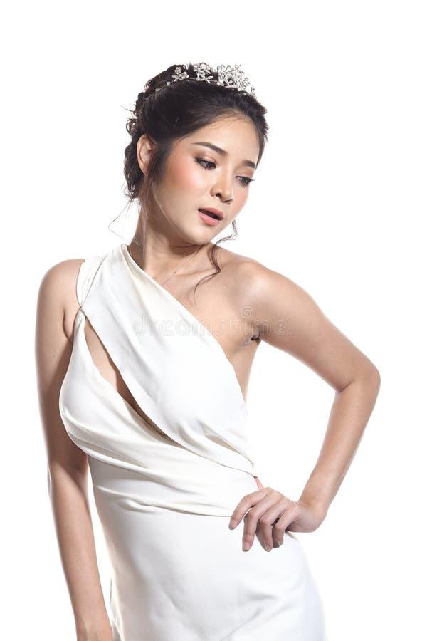 Robe de boule de robe de soirée dans la belle femme asiatique avec la mode mA photos libres de droits