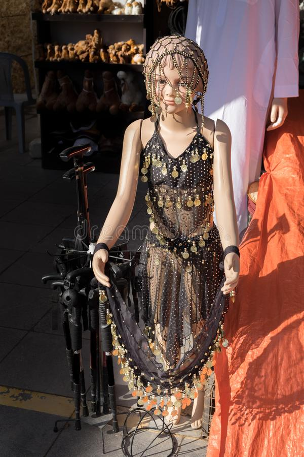 Robe de danse de ventre à vendre à la boutique de cadeaux image stock