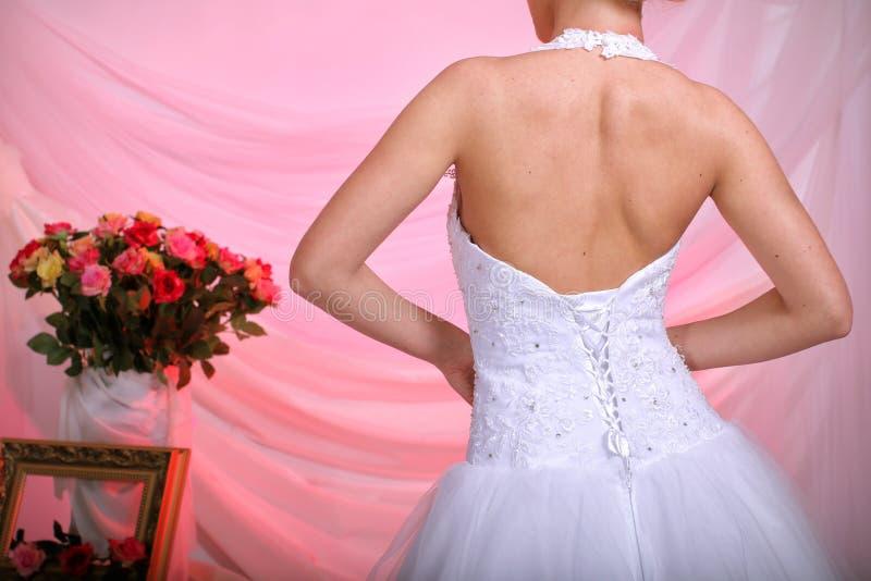 Robe de mariage pour la jeune mariée photo libre de droits