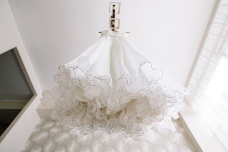 Robe de mariage s'arrêtante photo libre de droits