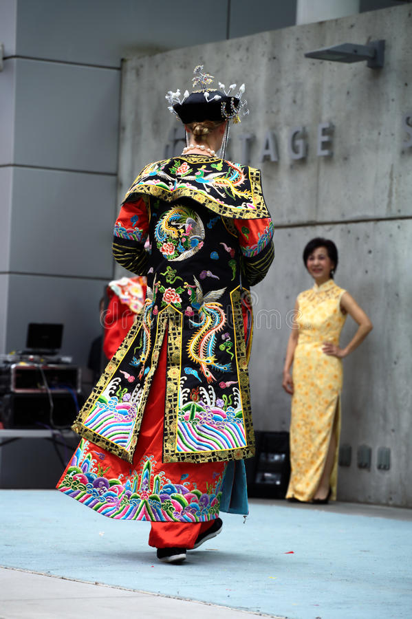 Robe longue impériale chinoise images stock