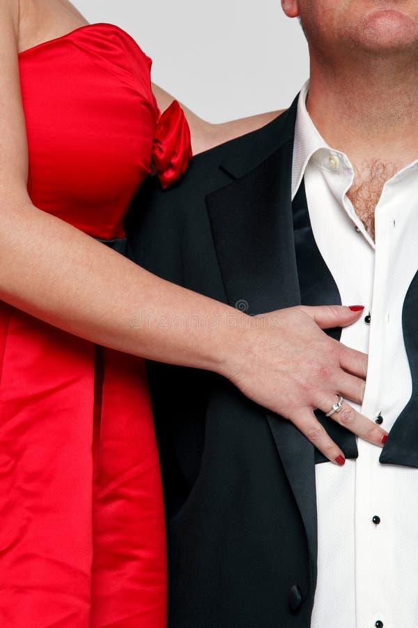 Robe rouge et relation étroite noire image stock