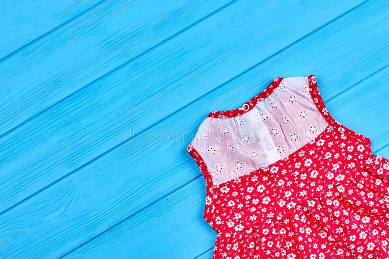 Robe sans manche mignonne de bébé photo stock