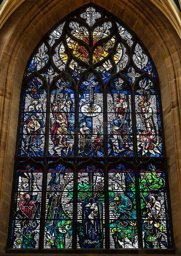 Robert Burns målat glassfönster inom den St Giles domkyrkan, Edi royaltyfria bilder