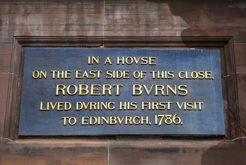 Robert Burns Plaque in Edinburgh. A plaque above the entrance to Lady Stairs Close in Edinburgh, marking the site where Robert Burns lived during his first visit stock images