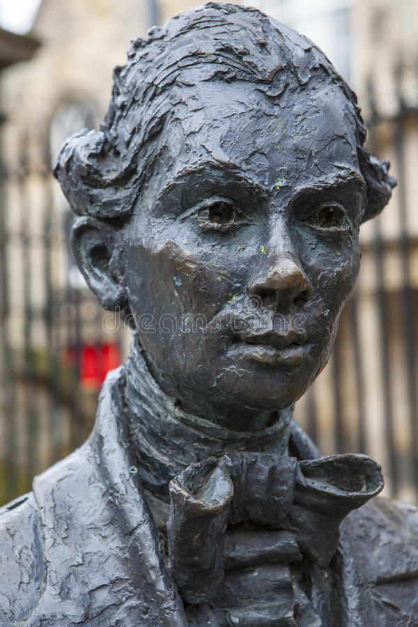 Robert Fergusson Statue i Edinburg royaltyfri bild