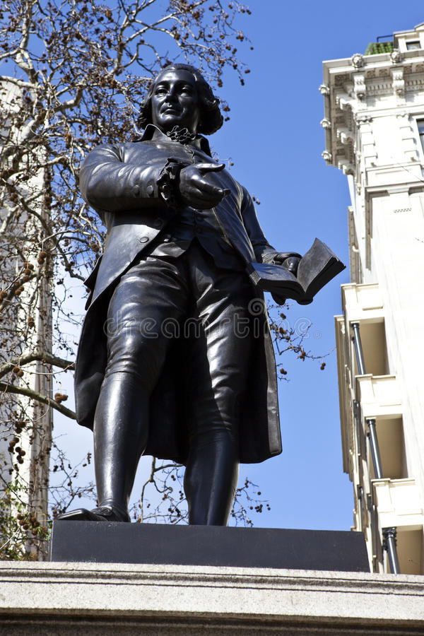 Download Robert Raikes Statue In London Editorial Image - Image: 23765600