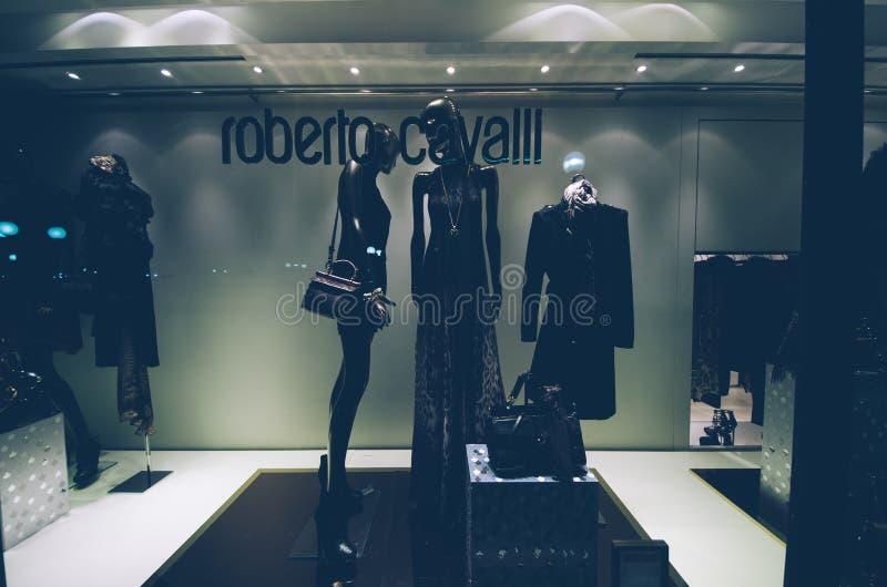 Roberto Cavalli, finestra del negozio, immagini stock