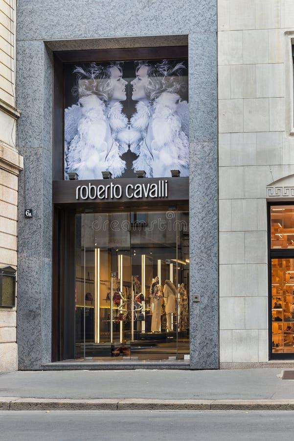 Roberto Cavalli-winkel in het stadscentrum van Milaan Symbool en concept luxe, het winkelen, elegantie en gemaakt in Italië royalty-vrije stock foto