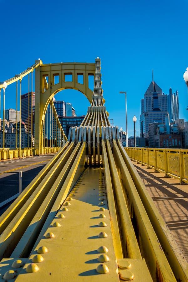 Roberto Clemente Bridge - feixes da suspensão imagens de stock