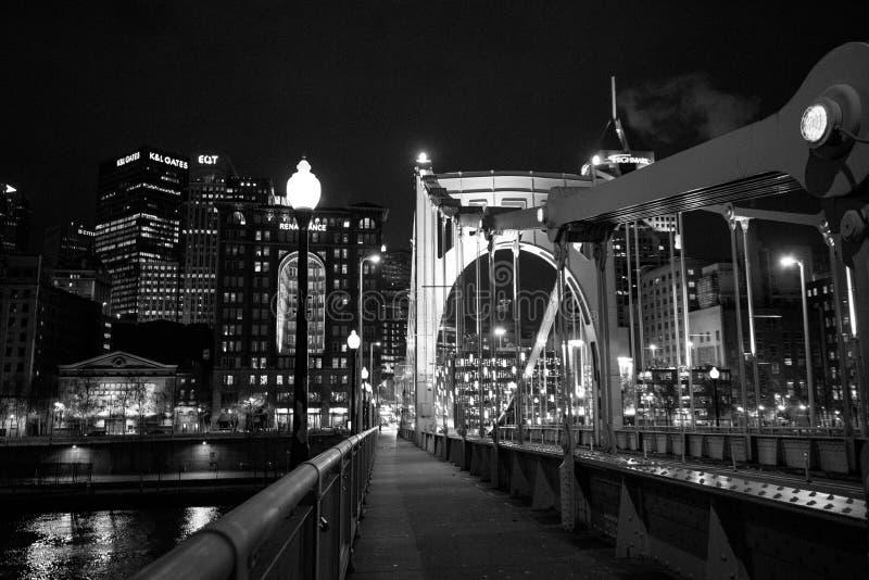 Roberto Clemente Bridge na noite foto de stock