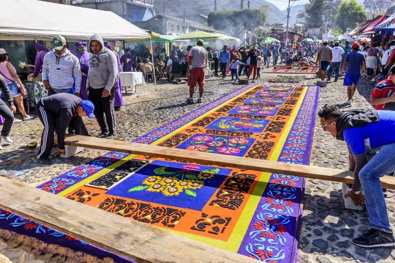 Robić farbującemu trociny Pożyczał dywany, Antigua, Gwatemala obrazy royalty free