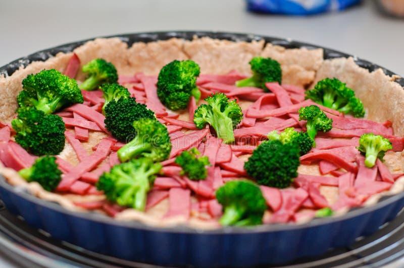 robią quiche wołowina brokuły zdjęcia royalty free