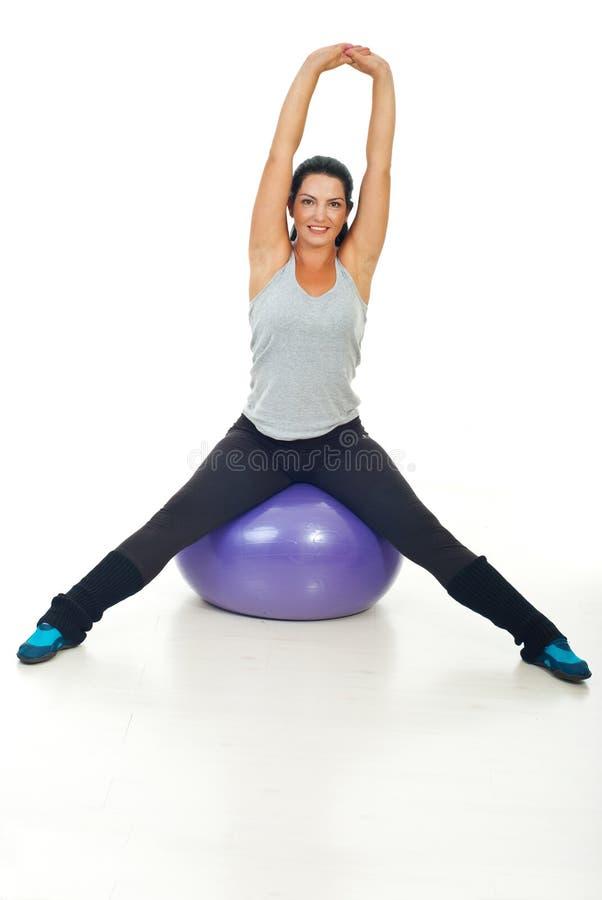 robić ćwiczeń sprawności fizycznej zdrowej kobiety obraz royalty free