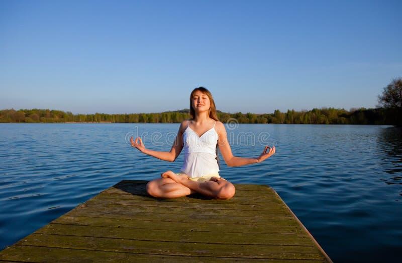 robić ćwiczenia joga kobiety joga fotografia royalty free