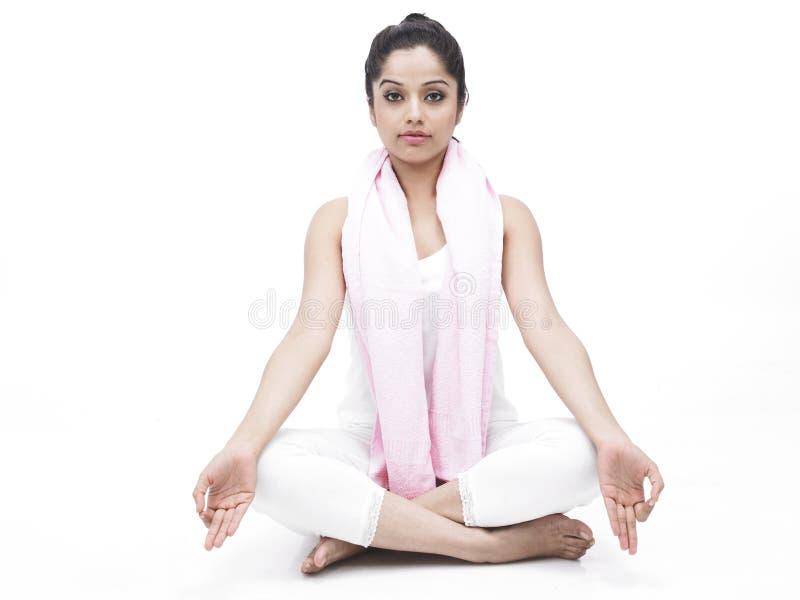 robić ćwiczenia kobiety joga obrazy royalty free