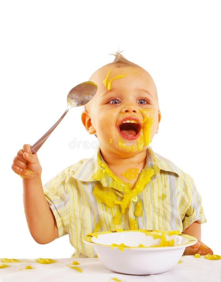 Dziecko cieszy się jego lunch zdjęcie royalty free